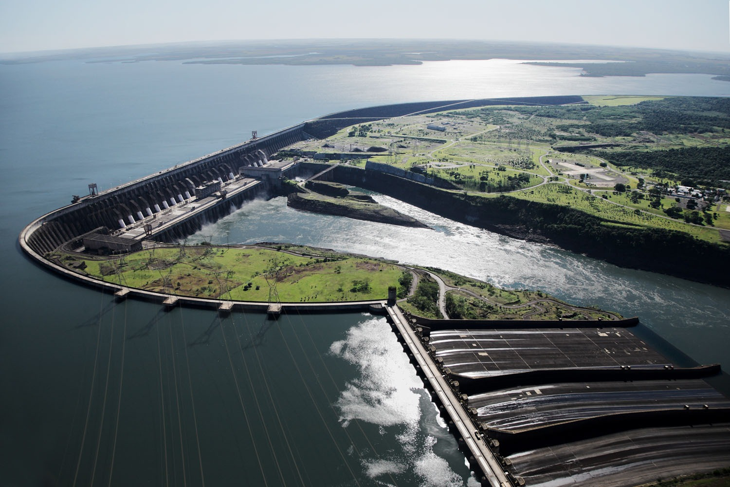 itaipu dam The itaipu dam in paraguay is one of the seven engineering wonders of the world it was also the largest of its kind in the world until recently.